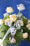 Blumenstrauß der Rosen und der silbernen Lachse Stockfotografie