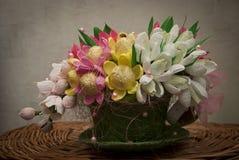 Blumenstrauß der Süßigkeit in einer Schale Lizenzfreies Stockfoto