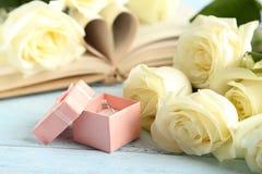 Blumenstrauß der weißen Rosen Stockbilder