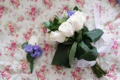 Blumenstrauß der weißen Rosen Stockfoto