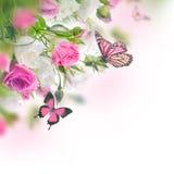 Blumenstrauß der weißen und rosafarbenen Rosen lizenzfreie stockfotos
