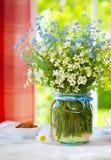Blumenstrauß der wilden Blumen des Frühlinges Lizenzfreie Stockfotos