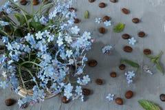Blumenstrauß des Blaus blüht Vergissmeinnichte Stockbild