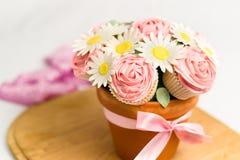 Blumenstrauß des kleinen Kuchens Stockfotografie