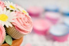 Blumenstrauß des kleinen Kuchens Lizenzfreie Stockbilder