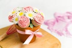 Blumenstrauß des kleinen Kuchens Lizenzfreies Stockfoto