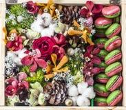 Blumenstrauß des neuen Jahres in der Geschenkbox Kata Strand Stockfoto