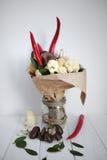 Blumenstrauß färbt Handfrüchte vegatables Hintergrundbank Lizenzfreies Stockbild
