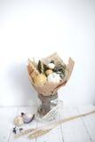 Blumenstrauß färbt Handfrüchte vegatables Hintergrundbank Lizenzfreie Stockfotografie