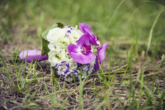 Blumenstrauß für die Braut ein schönes Design von verschiedenen Blumen Lizenzfreies Stockfoto
