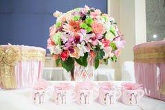 Blumenstrauß-Hochzeit verzieren Stockfotografie