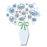 Blumenstrauß im blauen Vase mit Bogen Lizenzfreie Stockbilder