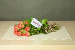 Blumenstrauß mit Auf Wiedersehen Karte Stockbild