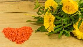 Blumenstrauß mit gelben Blumen Lizenzfreies Stockfoto