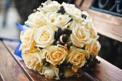 Blumenstrauß mit Ringen Lizenzfreies Stockbild