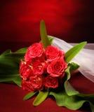 Blumenstrauß mit Schleier Stockfotos