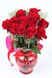 Blumenstrauß roter Rosen Dutzend stockfoto