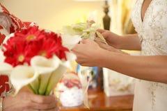 Blumenstrauß und Corsage Stockfotos