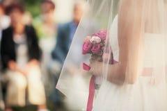 Blumenstrauß unter Schleier Lizenzfreies Stockfoto