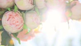 Blumenstrauß von blassem - rosa Blumen stock video footage