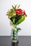 Blumenstrauß von Blumen auf Glas Lizenzfreies Stockfoto