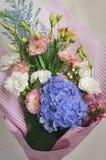 Blumenstrauß von Blumen Eustoma und Hortensien Lizenzfreie Stockbilder