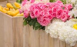 Blumenstrauß von bunten Papierblumen Stockbilder
