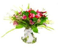 Blumenstrauß von Callas und von Rosen Stockfotografie