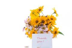 Blumenstrauß von den gelben großen Gänseblümchen lokalisiert auf Weiß Stockfoto