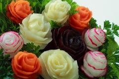Blumenstrauß von den potatos, von den Karotten, von der roten Rübe und von den Rettichen Lizenzfreie Stockfotos