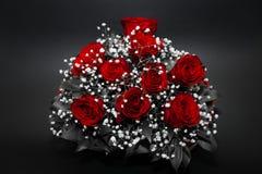 Blumenstrauß von den roten Rosen - desaturated lizenzfreie stockfotografie