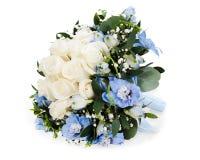 Blumenstrauß von den weißen Rosen und vom Delphinium   Lizenzfreie Stockbilder