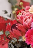 Blumenstrauß von exotischen Blumen und von Anlagen, Nahaufnahme Lizenzfreie Stockbilder