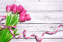 Blumenstrauß von Frühlingsrosatulpen stockfotografie