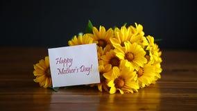 Blumenstrauß von gelben großen Gänseblümchen