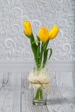 Blumenstrauß von gelben Tulpen Stockfotos