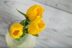 Blumenstrauß von gelben Tulpen Stockbild