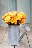 Blumenstrauß von orange Rosen, Kopienraum Lizenzfreie Stockbilder