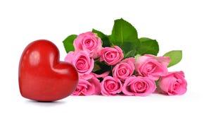 Blumenstrauß von rosa Rosen und von Herzen Lizenzfreie Stockfotografie