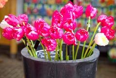 Blumenstrauß von rosa Tulpen an Bloemenmarkt-Markt, Amsterdam Stockfoto