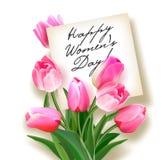 Blumenstrauß von rosa Tulpen mit einer Anmerkung nach innen Grußkarte zu Frauen ` s Tag lizenzfreie abbildung