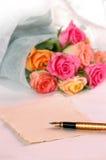 Blumenstrauß von Rosen Lizenzfreie Stockfotos