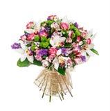 Blumenstrauß von Rosen, von alstromeries und von lillies Stockbild