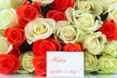 Blumenstrauß von roten und gelben Rosen Stockbilder