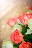 Blumenstrauß von roten und gelben Rosen Lizenzfreies Stockfoto