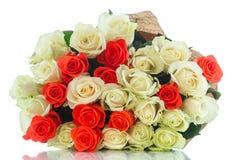 Blumenstrauß von roten und gelben Rosen Lizenzfreie Stockfotos