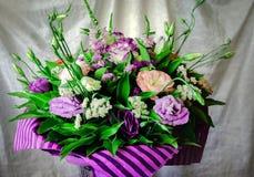 Blumenstrauß von schönen bunten Blumen stockfotografie