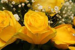Blumenstrauß von schönen gelben Rosen Lizenzfreie Stockbilder