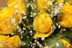 Blumenstrauß von schönen gelben Rosen Stockbilder