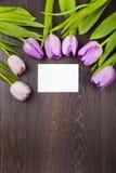 Blumenstrauß von Tulpen und von Papier Stockbilder